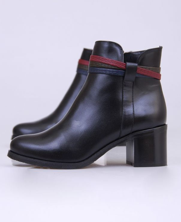Czarne botki z ozdobami 3507-539